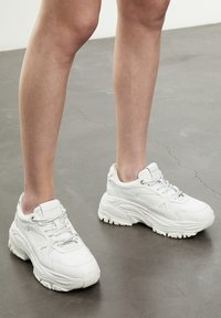 The Kooples - BASKETS AVEC GROSSE SEMELLE - Sneakers laag - offwhite - 7