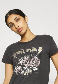 JDY - JDYFAROCK LIFE PRINT - Camiseta estampada - black - 4
