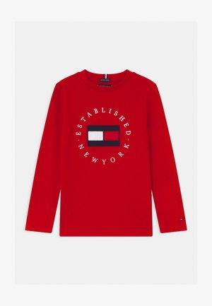HERITAGE LOGO - Camiseta de manga larga - red