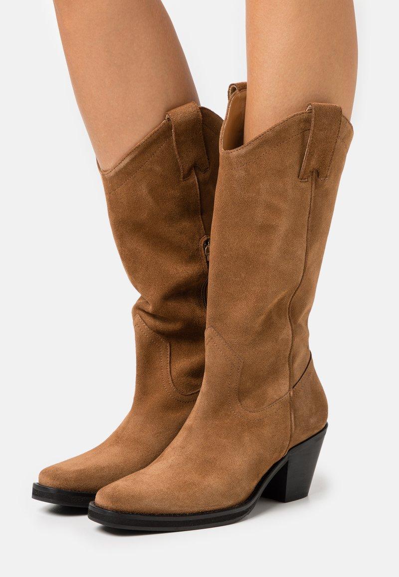 Selected Femme - SLFLOUISE  - Cowboy/Biker boots - cognac