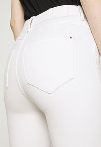 Marks & Spencer London - MAGIC - Denim shorts - white - 6