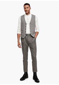 s.Oliver BLACK LABEL - SLIM FIT: TWEEDHOSE - Trousers - brown tweed - 5