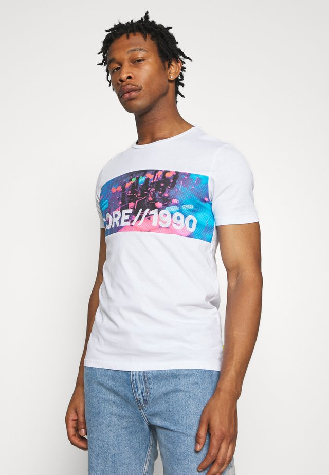 JCOANTHEM TEE CREW NECK - Print T-shirt - white