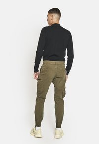 Redefined Rebel - Cargo trousers - dark olive - 1
