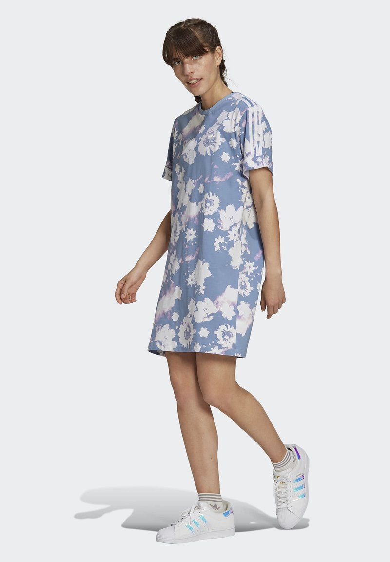 adidas Originals - ORIGINALS GRAPHICS DRESS RELAXED - Vestido ligero - multicolour