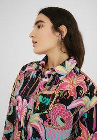 Desigual - DESIGNED BY MARIA ESCOTÉ: - Camisa - black - 2