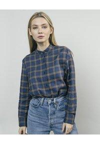 Brava Fabrics - WOODCUTTER ESSENTIAL - Button-down blouse - blue - 0