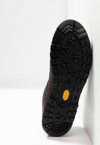 Scarpa - MOJITO BASIC GTX - Hiking shoes - dark brown - 4