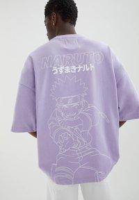 PULL&BEAR - MIT NARUTO-MOTIV - Print T-shirt - mauve - 4