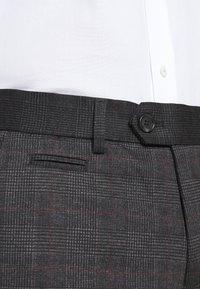 Lindbergh - CHECKED PANTS - Kalhoty - grey / check - 4