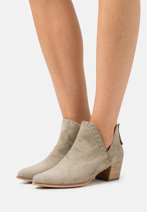 GRAHAM - Cowboy/biker ankle boot - lauro