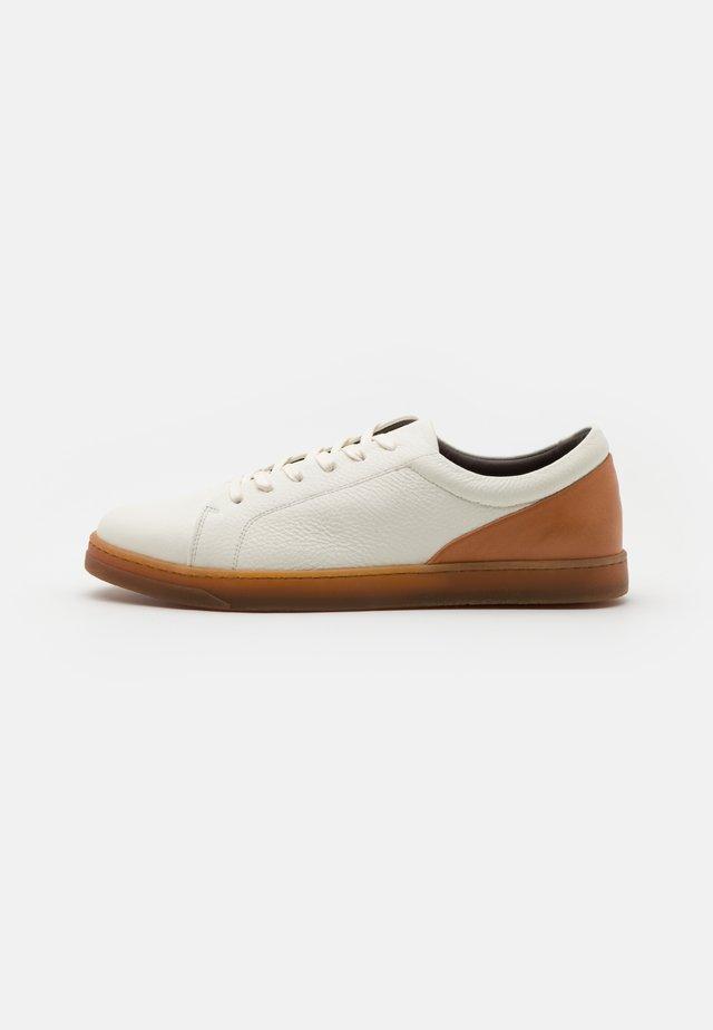 BRACKLA - Sneakers basse - white