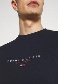 Tommy Hilfiger - ESSENTIAL CREWNECK - Sweatshirt - desert sky - 6