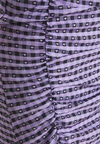 NEW girl ORDER - GINGHAM RUCHED MINI DRESS - Etuikjoler - purple - 2