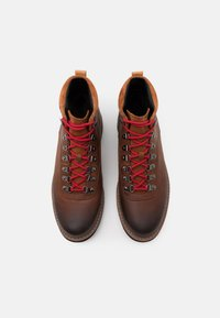 Clarks - BATCOMBE ALP GTX - Lace-up ankle boots - tan - 3