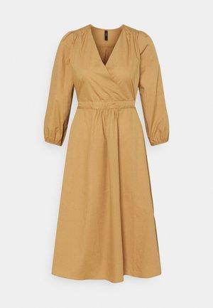 YASCARMEN - Denní šaty - prairie sand