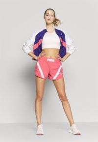 Puma - STUDIO CLASH ACTIVE SHORTS - Sports shorts - rapture rose - 1