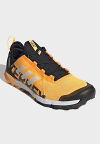 adidas Performance - TERREX SPEED TRAIL RUNNING SHOES - Obuwie do biegania Szlak - gold - 3