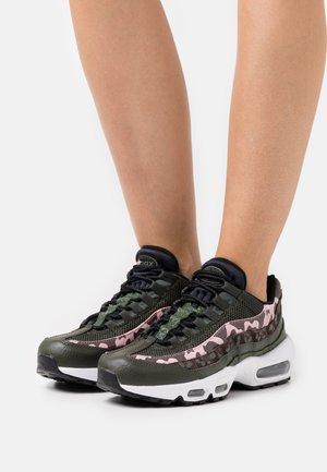 AIR MAX 95 - Tenisky - brown basalt/black/sequoia/pink glaze