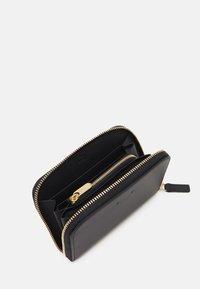 PB 0110 - Wallet - black - 2
