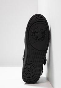 Versace Jeans Couture - FONDO CASSETTA - Sneakersy wysokie - black - 4