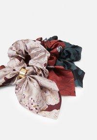ONLY - ONLELLA SCRUNCHIE 3 PACK - Akcesoria do stylizacji włosów - misty rose/multi colour - 1