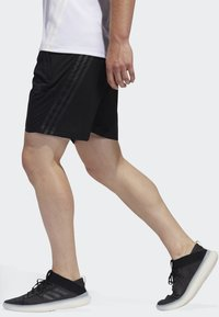 adidas Performance - AEROREADY 3-STRIPES 8-INCH SHORTS - Pantalón corto de deporte - black - 2