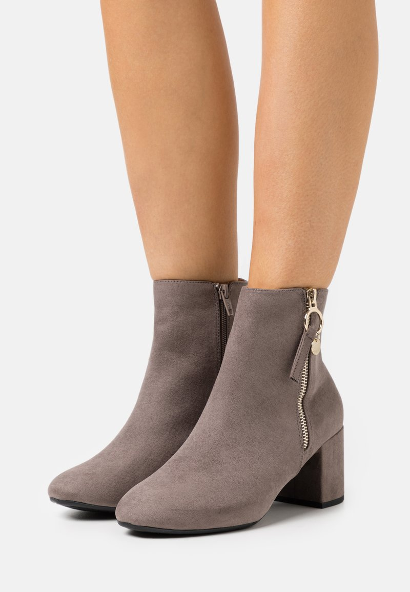 Dorothy Perkins Wide Fit - WIDE FIT ADALINE BLOCK HEEL BOOT - Classic ankle boots - grey