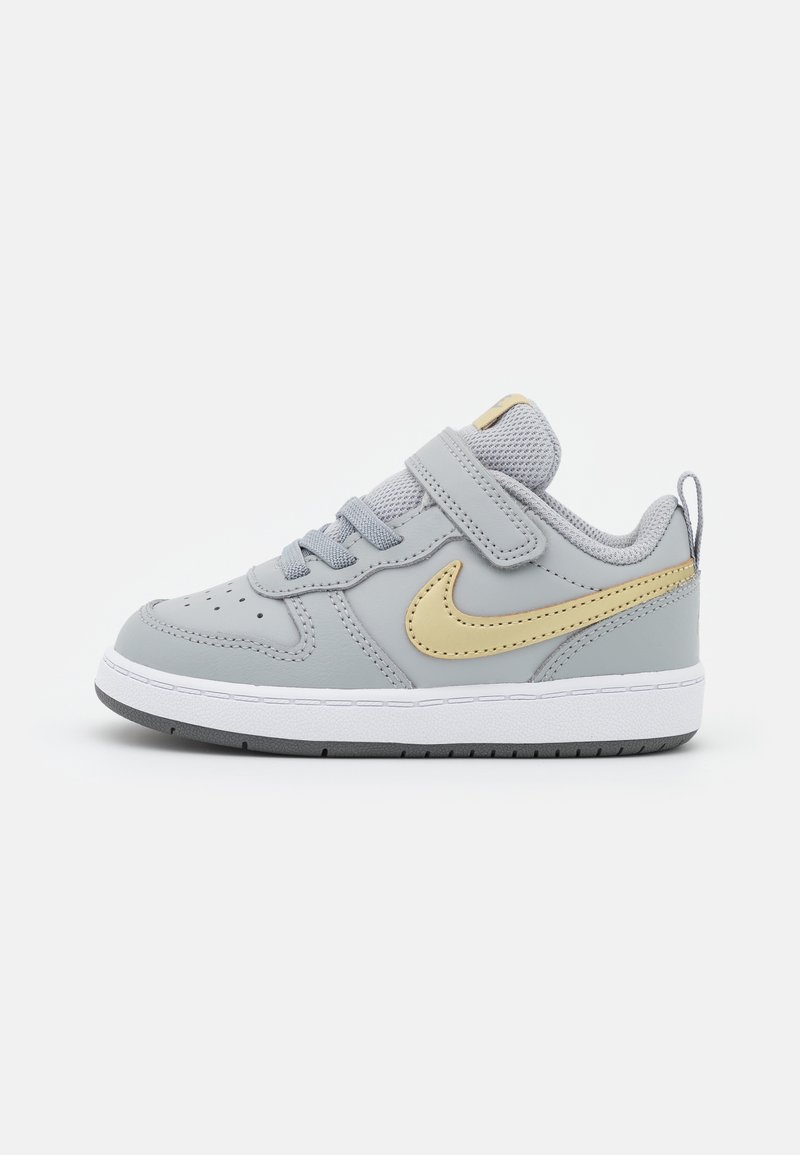 Nike Sportswear - COURT BOROUGH 2 UNISEX - Zapatillas - light smoke grey/metallic gold star/iron grey