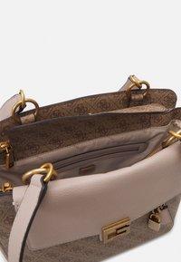 Guess - HANDBAG VALY STATUS CARRYALL - Handbag - latte - 2