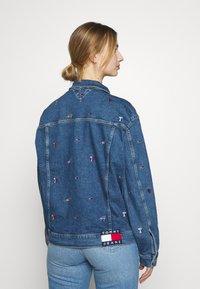Tommy Jeans - TRUCKER JACKET - Denim jacket - denim light - 2