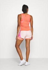 Nike Performance - TANK RUNWAY - Camiseta de deporte - magic ember/eggplant