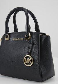 MICHAEL Michael Kors - MAXINE MESSENGER - Handtasche - black - 5