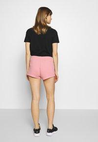 Calvin Klein Jeans - CK EMBROIDERY REGULAR SHORT - Shorts - brandied apricot - 2