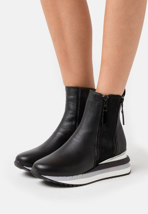 Wedge Ankle Boots - nero