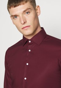Seidensticker - MODERN KENT X SLIM - Formal shirt - bordeaux - 3