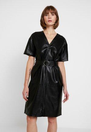 V FRONT BUCKLE BELT DRESS - Denní šaty - black