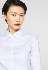 HUGO - THE FITTED - Button-down blouse - light pastel blue - 3