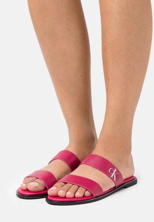 FLAT TWO STRAPS - Pantofle - cerise