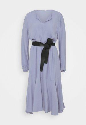 DRESS VOLANT - Robe d'été - fern blue