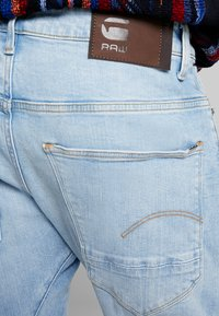 G-Star - ARC 3D SLIM - Slim fit -farkut - azure stretch denim lt aged - 5