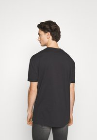 YOURTURN - T-shirt con stampa - black - 2