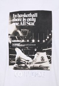 Converse - CHUCK TAYLOR WASHED ARCHIVE BASKETBALL TEE UNISEX - Print T-shirt - white - 2