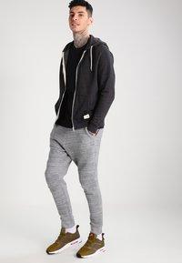 Blend - REGULAR FIT - Zip-up hoodie - charcoal - 1