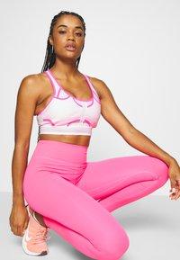 Nike Performance - ULTRABREATHE BRA - Sport BH - pink foam/hyper pink/black - 4