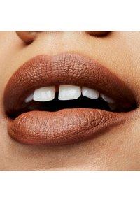 MAC - MATTE LIPSTICK - Lipstick - derrière - 1