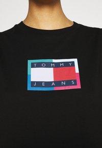 Tommy Jeans - LOGO FLAG TEE DRESS - Jersey dress - black - 4
