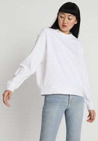 Weekday - HUGE CROPPED - Sweatshirt - white - 0