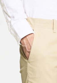 NN07 - STEVEN - Chinos - light khaki - 5