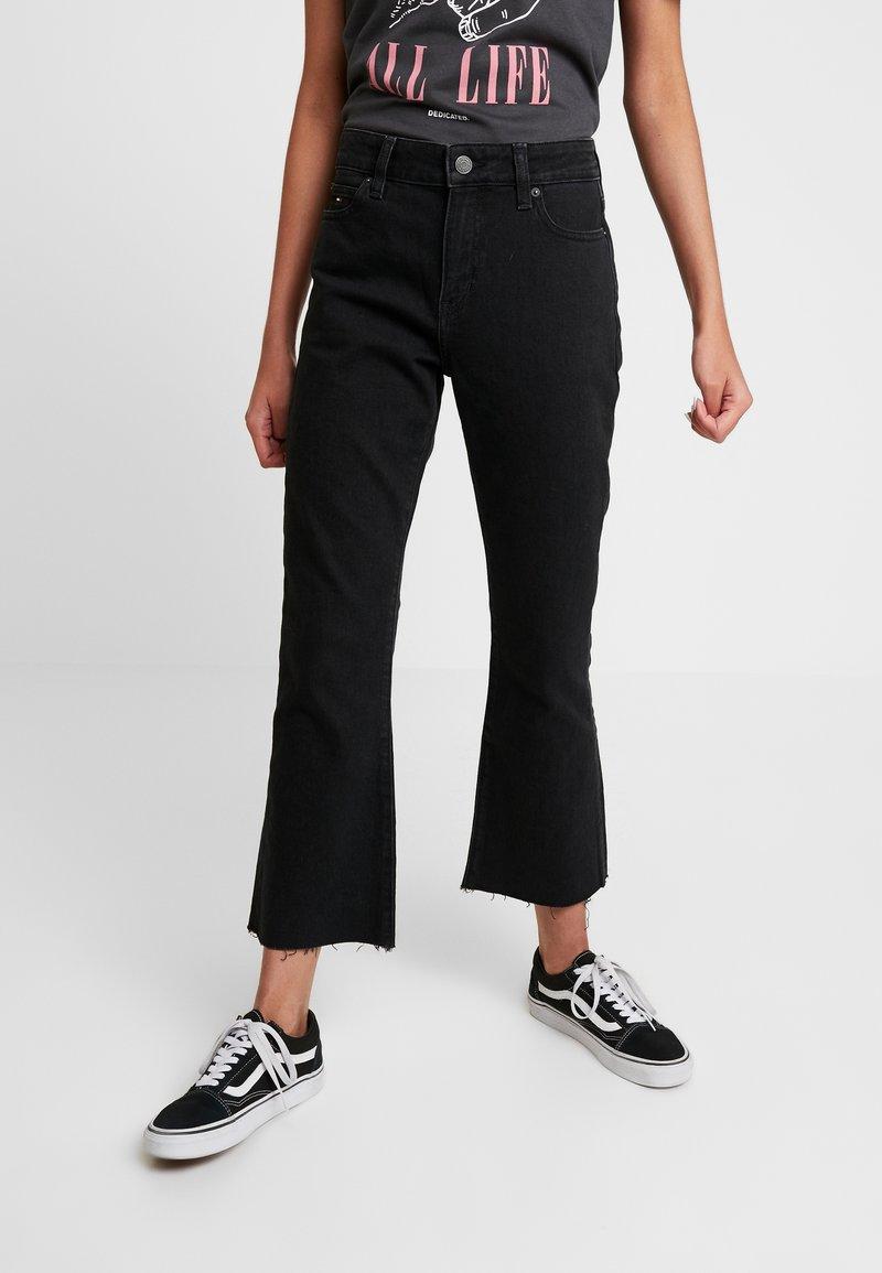 Tommy Jeans - CROP FLARE - Flared Jeans - black denim